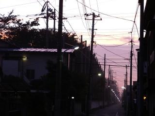 近所の夜明け