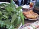 PHO 87 揚げ春巻;レタスにミントと一緒に巻いて、甘いスープにつけて食べる